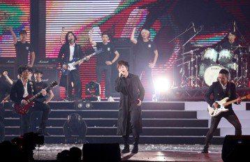 2018hito流行音樂獎在台北小巨蛋舉行頒獎典禮,五月天擔任壓軸演唱。