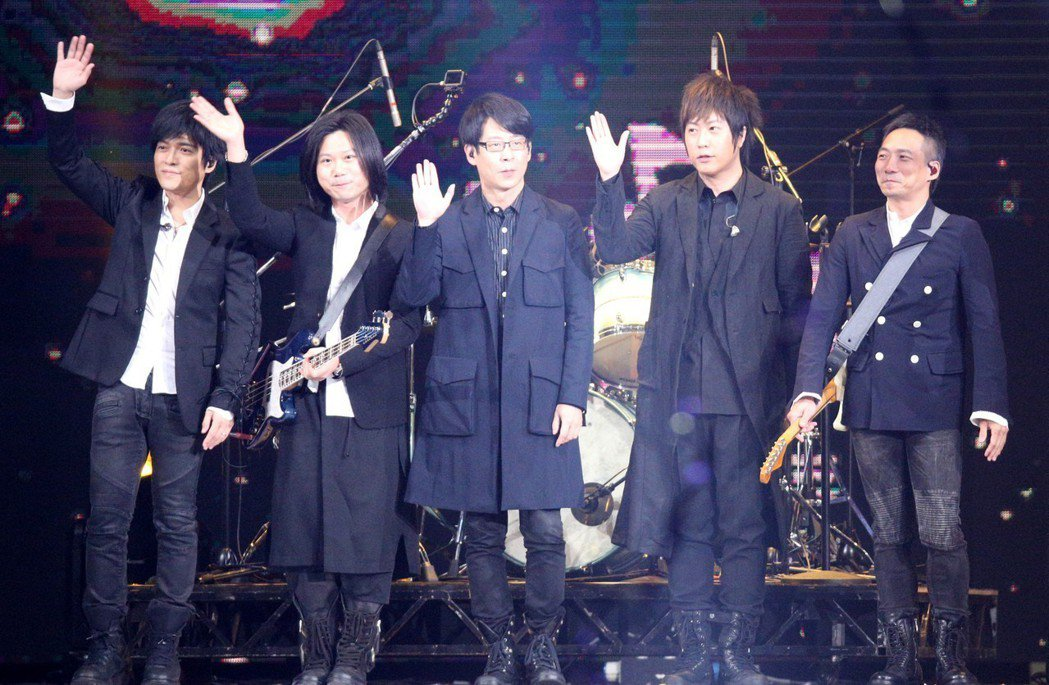 2018hito流行音樂獎在台北小巨蛋舉行頒獎典禮,五月天擔任壓軸演唱。記者林伯...