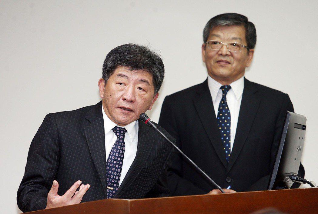 蔡英文總統表示將捐100萬美元給世界衛生組織(WHO),衛福部長陳時中(左)列席...