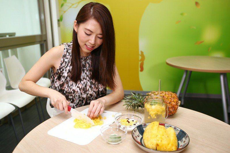 小編PLAY/天氣正熱來呷涼 鳳梨冰品輕鬆DIY