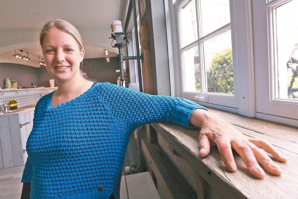 希莉.史密斯,31歲,電台記者。對每天都乖乖早回家的希莉來說,那是她第一次半夜跑...