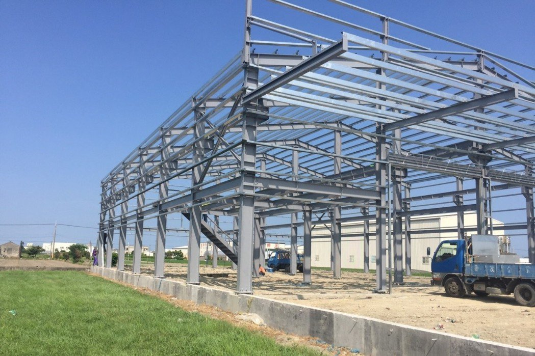 農地上持續興建的違章建物。 圖/彰化縣環境保護聯盟提供