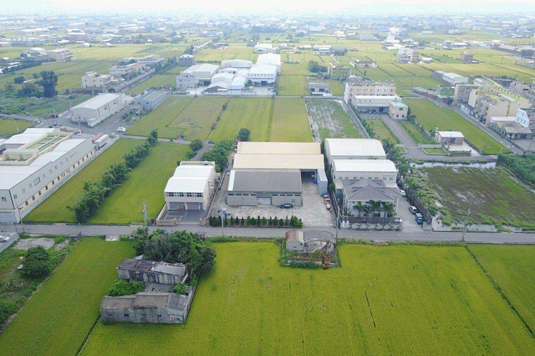 依稅籍資料估算,違章工廠每年以1,500至3,000家持續成長。 圖/彰化縣環境...