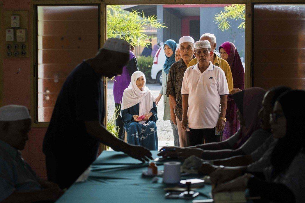 就投票結果看來,大馬人民選擇讓希盟執政,卻不見得意味著馬哈迪路線就此決定馬來西亞...
