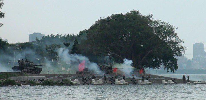 漢光演習中的淡水河反突擊演練是中樞防衛關鍵,陸軍近年以保密為由鮮少開放,但今年決...