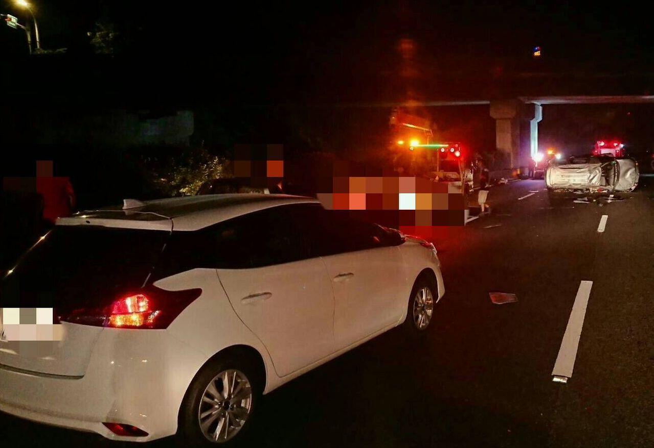 掉落物害人不淺 國道4車連環追撞6輕傷