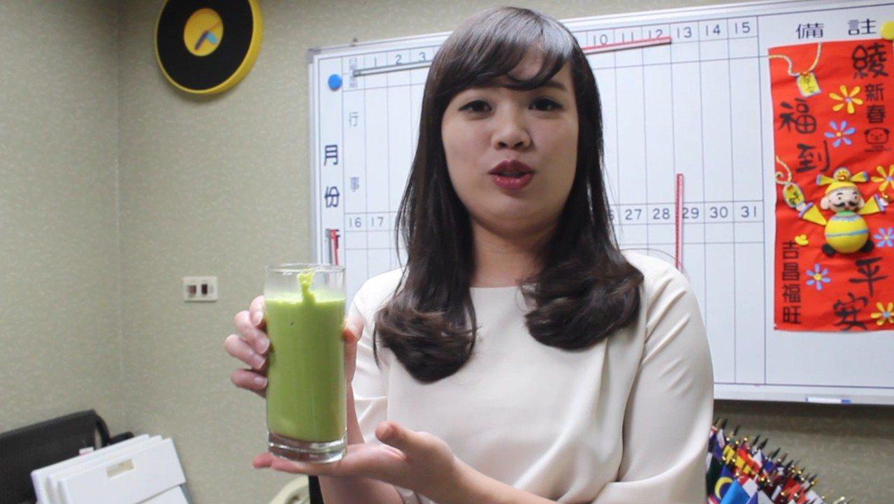 立委呂孫綾半年來每天早上一杯綠拿鐵,讓她膚質和身材有明顯改變。記者林麒瑋/攝影