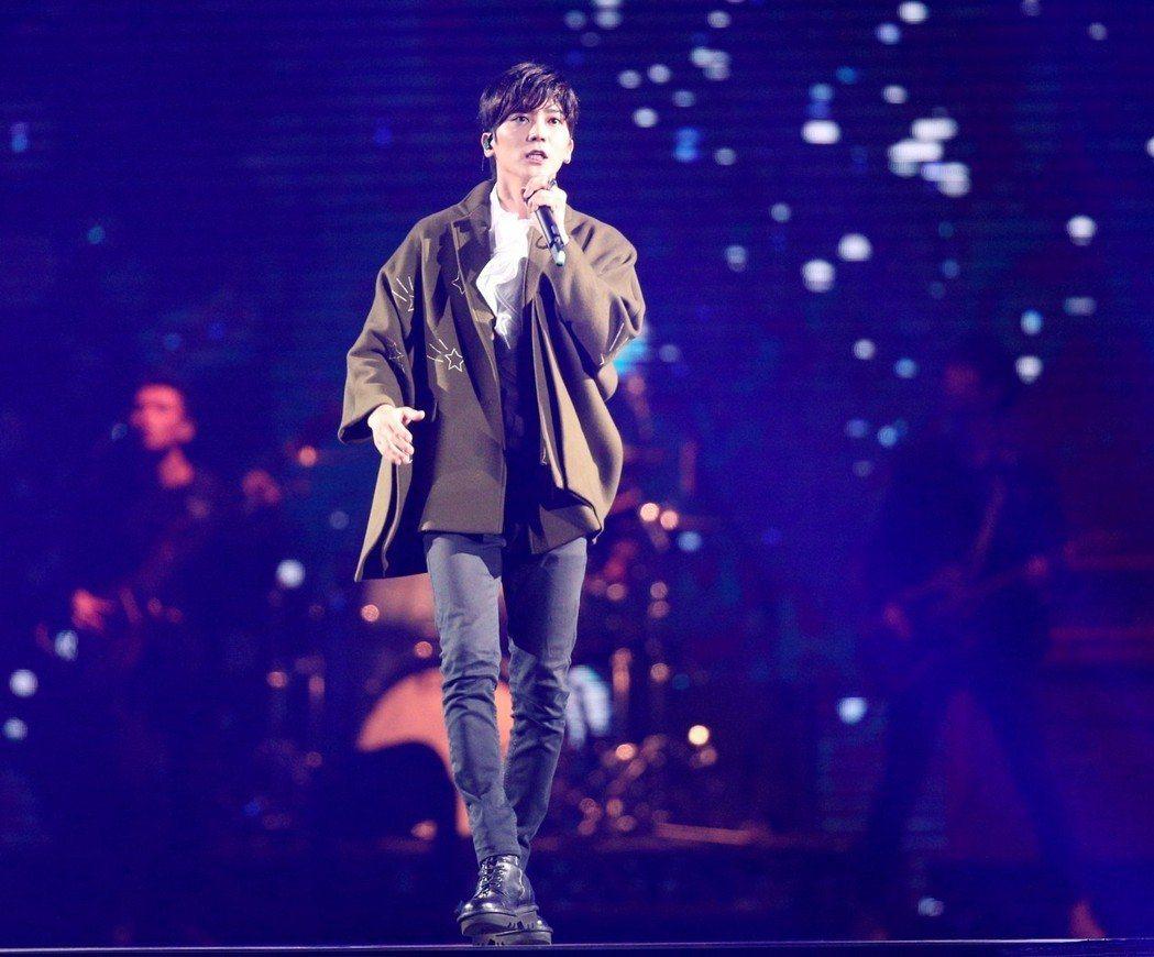 2018hito流行音樂獎在台北小巨蛋舉行頒獎典禮,Bii畢書盡表演。記者林伯東
