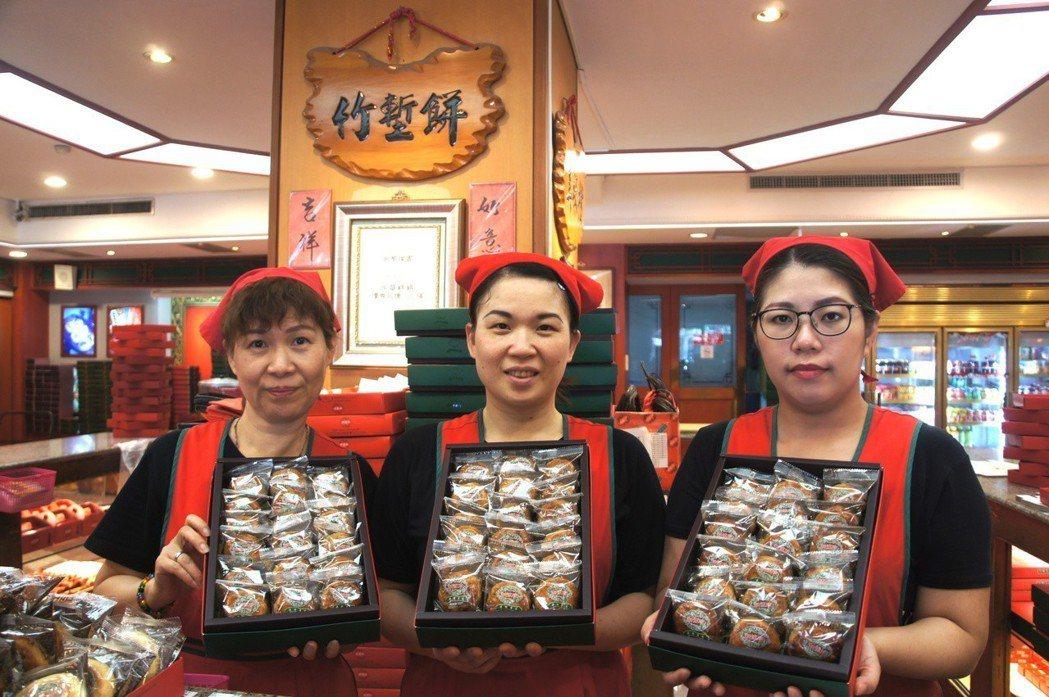 新復珍將贊助小竹塹餅為遊行應援。圖/新竹市府提供