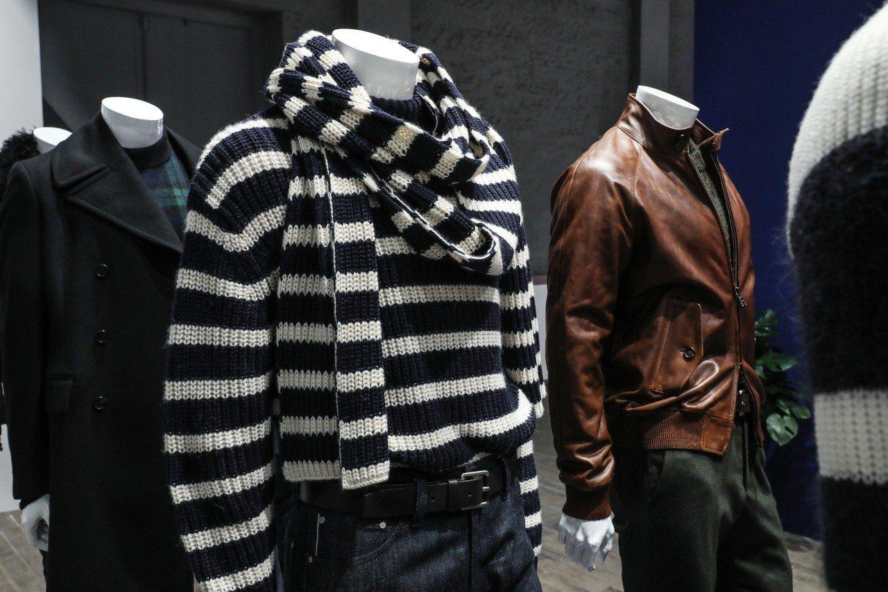 Michael Kors利用薄綢睡衣、柔軟羊毛及安哥拉山羊毛的質感,混搭彩色豹紋...