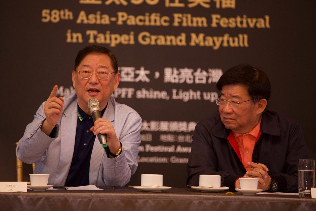 亞太影展相隔8年回台舉辦,擔任執委的香港資深導演吳思遠(左)也來台分享影展經驗。...