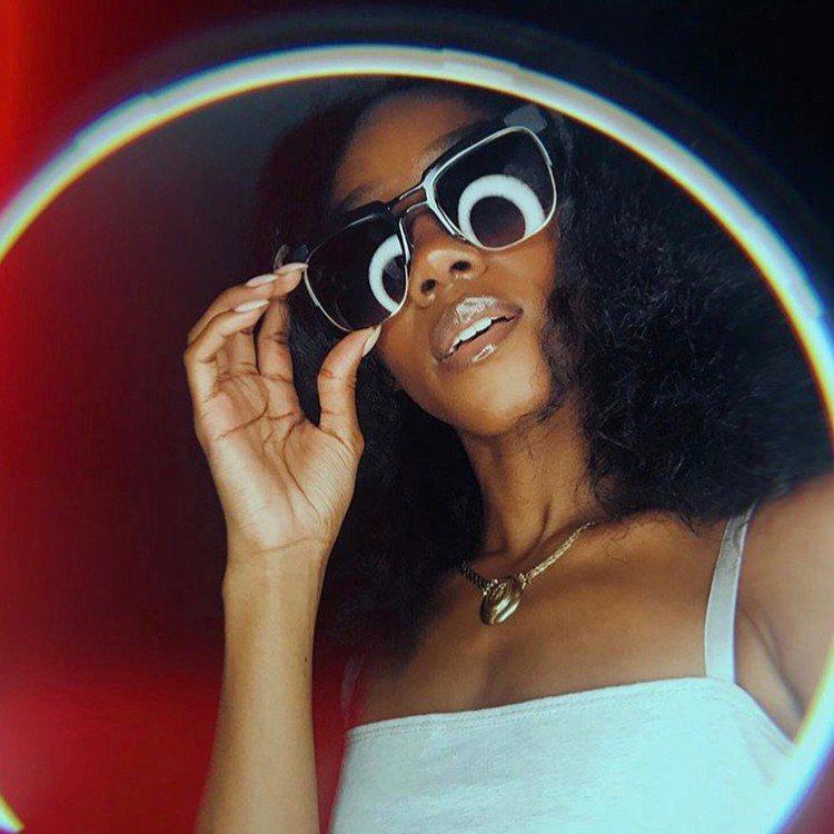紐約的手工眼鏡品牌Coco and Breezy有著前衛又無與倫比的造型,已故的...