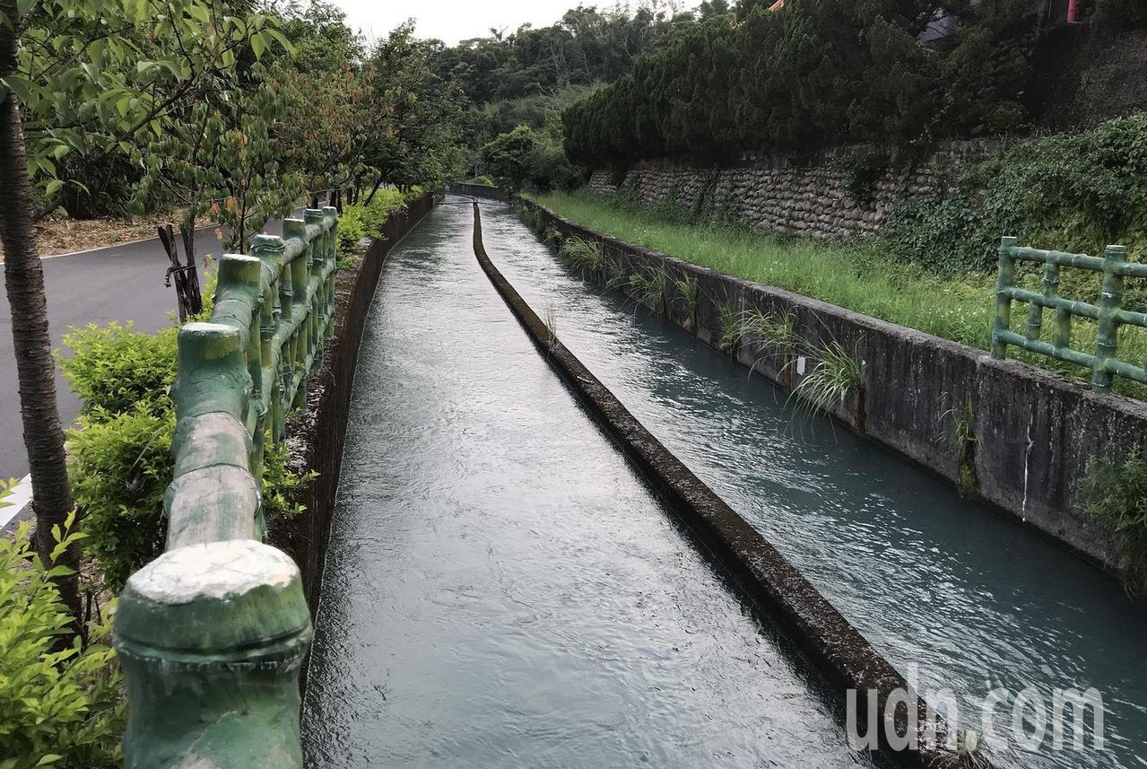 桃園地區稻作進入抽穗期,農業灌溉用水量增多,石門水庫因應灌溉需求,供水從7折提高...
