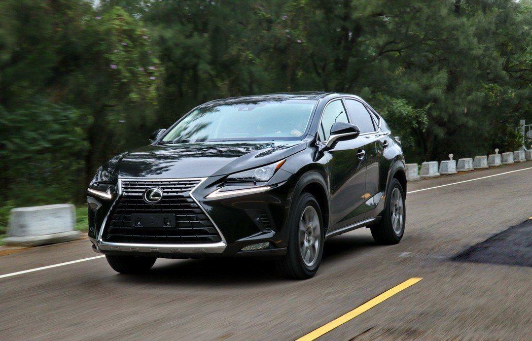 豪華車今年銷售表現持續亮眼。圖為LEXUS NX200。記者陳威任/攝影