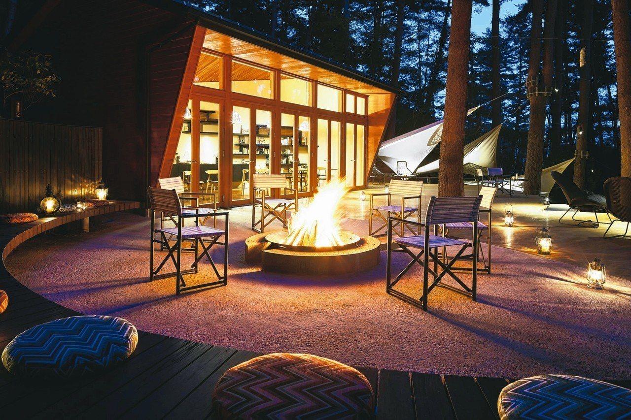 「星野虹夕諾雅富士」的設施打造出野營氣氛。 圖/有行旅提供
