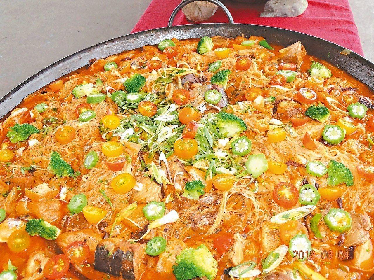 「茄汁鯖魚麵線」色香味俱全。 圖/蘇澳鎮公所提供