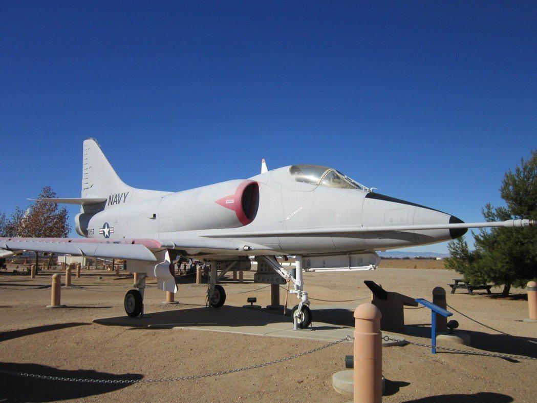 A-4 Skyhawk天鷹式攻擊機,是韓戰名片「獨孤里橋之役」中執行艱鉅炸橋任務...