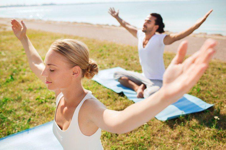 示意圖。一項新研究證實,輕中強度瑜伽有助緩解癌因性疲憊和睡眠品質。圖/ingim...