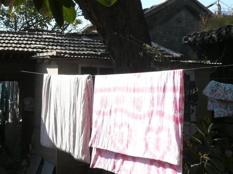 曬棉被。報系資料照