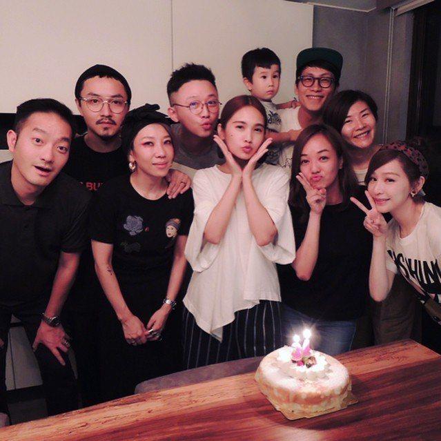 楊丞琳與好友歡度生日。 圖/擷自楊丞琳IG