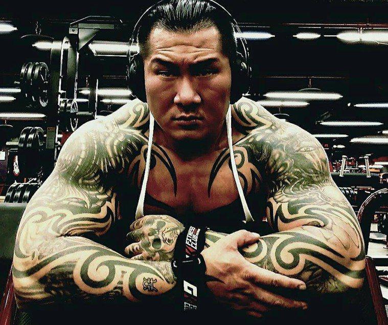 有些肌肉男按BMI的標準來看是超重的,但他們體脂率可能很低。圖為健身名人館長陳之...
