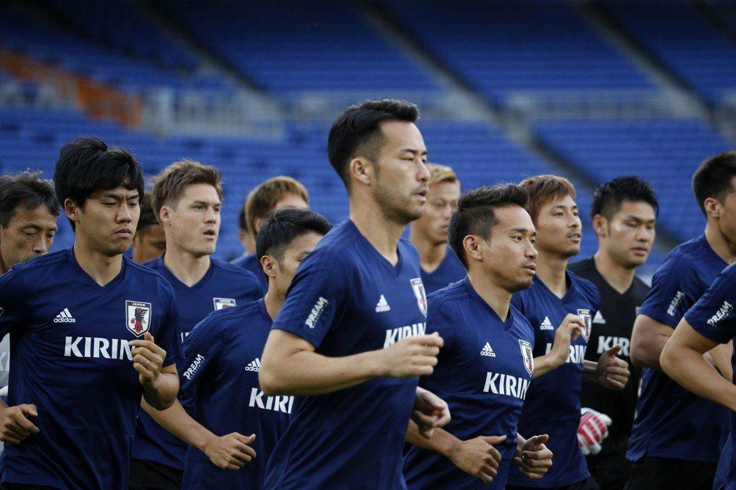 有「藍武士」之稱的日本國家足球隊,自1998年首度參加世足賽後,已連續6屆都沒缺...