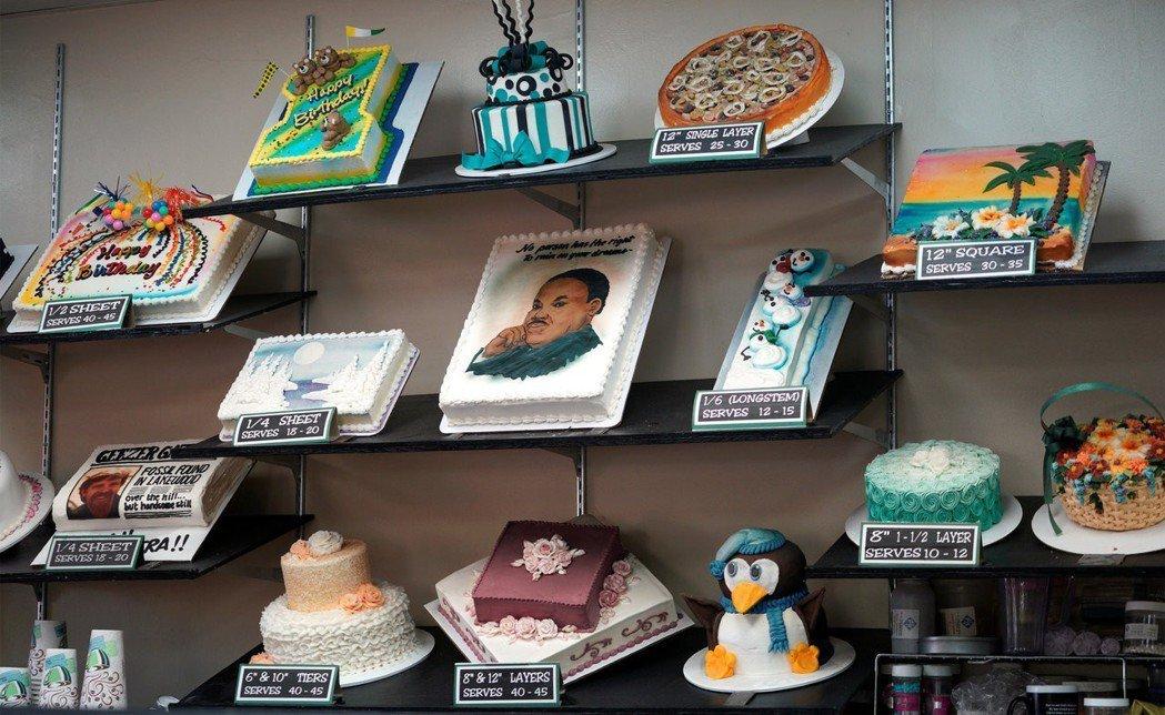 科羅拉多州丹佛郊區的傑作蛋糕店內部一影,老闆菲力普斯有製作過支持種族平等為主題的...