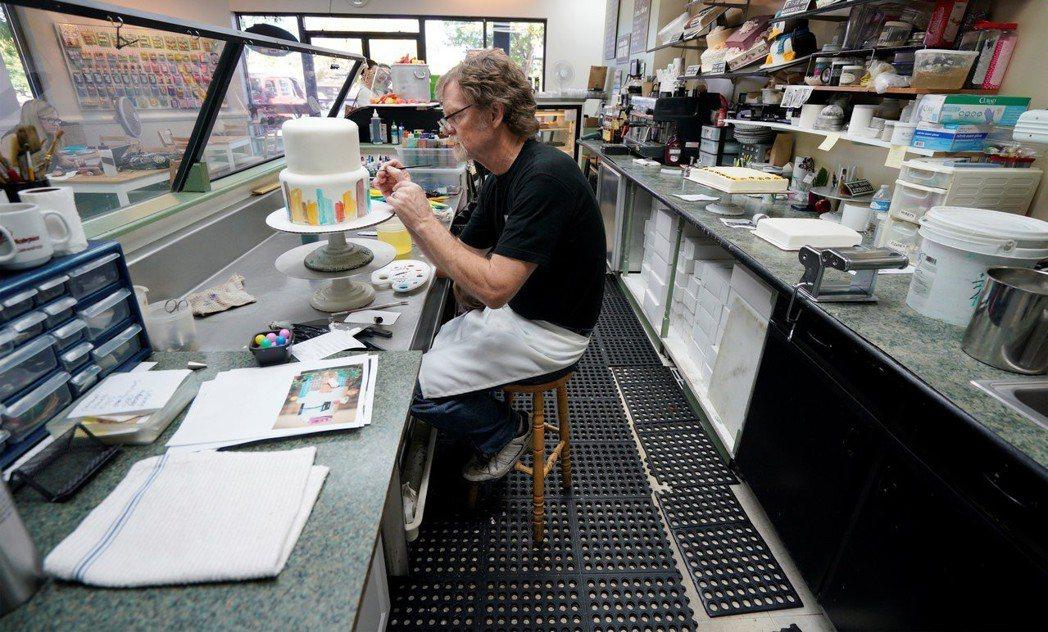 菲力普斯表示,「可以出售蛋糕店的其他商品,但他個人不能為馬林斯與克萊格『製作』結...