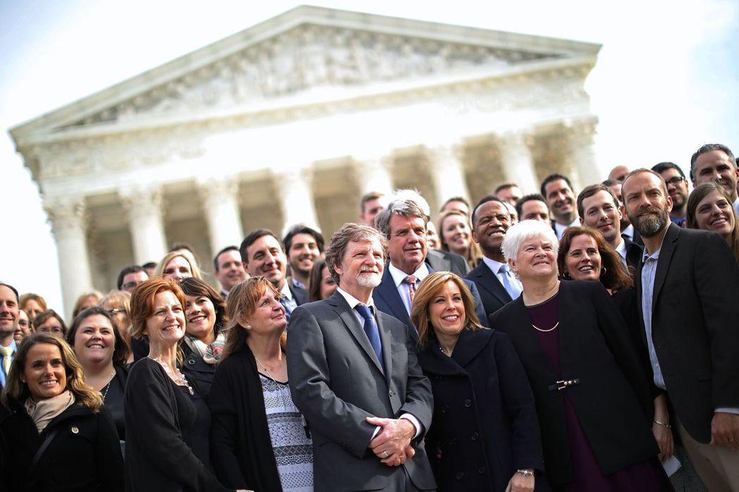 菲力普斯的勝利,令其支持者喜出望外,不少保守派基督教團體紛紛在社群媒體上表示對判...
