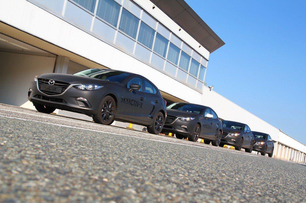 在現行Mazda3外表下,其實內含Mazda新世代技術並預計在2019年起量產應用。 記者張振群/攝影