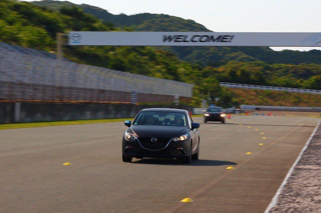雖然在Mine試驗賽道運行速度不快,但仍感受到Skyactiv-X汽油引擎中、低...