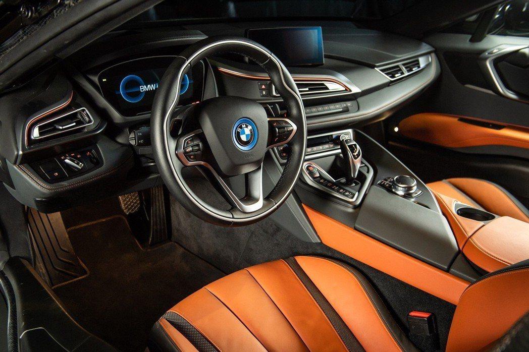 全新BMW i8 Coupe富科技感的內裝鋪陳。 圖/汎德提供