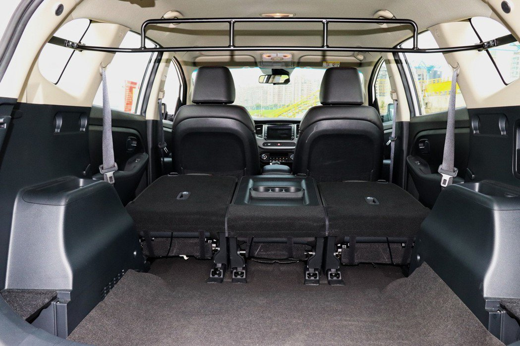 行李廂在一般狀態下可以提供536公升容積,後座椅傾倒後,整體平整性還不錯,同時也可以創造優異的空間表現。 記者陳威任/攝影