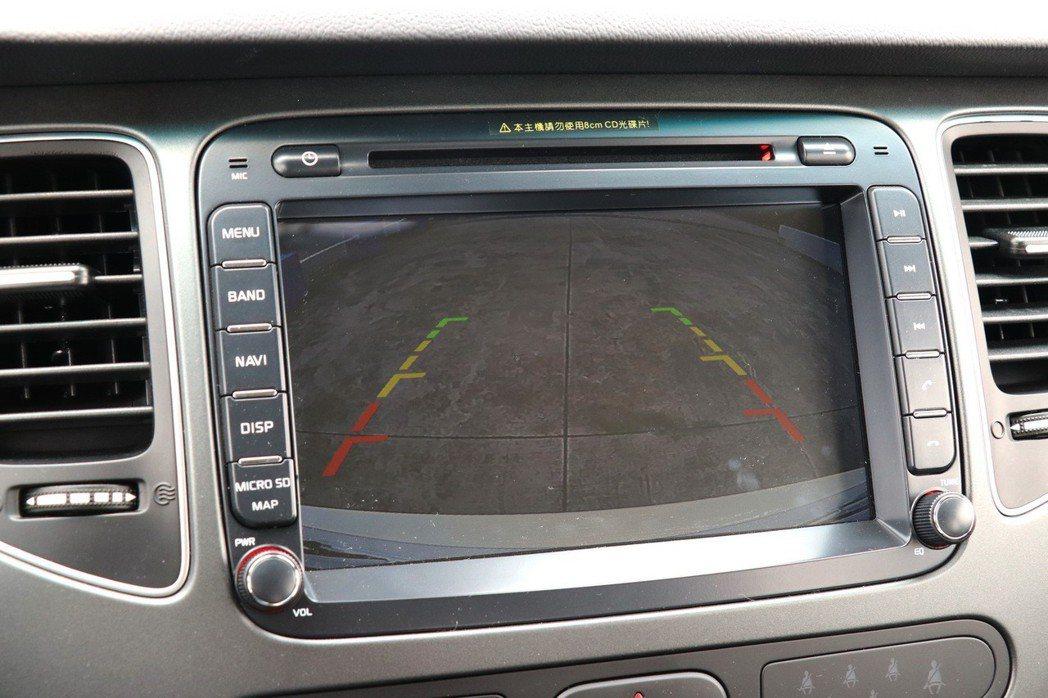 GO帥特仕款配備CCD倒車顯影系統。 記者陳威任/攝影