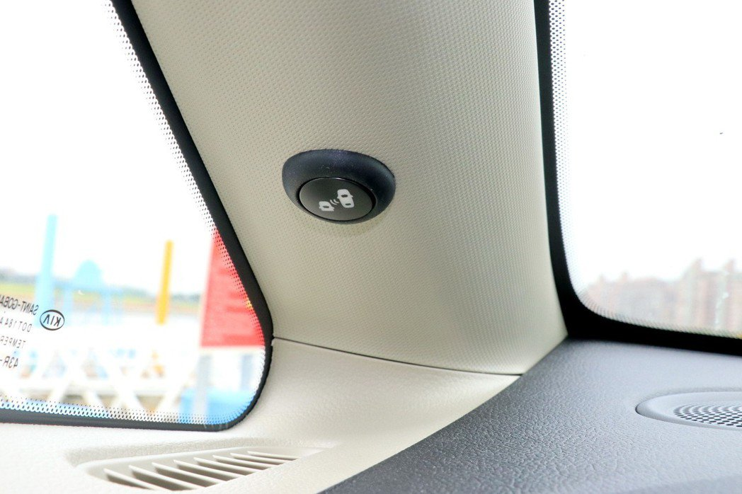 BSD、RCTA、LCA三合一盲點偵測系統。 記者陳威任/攝影