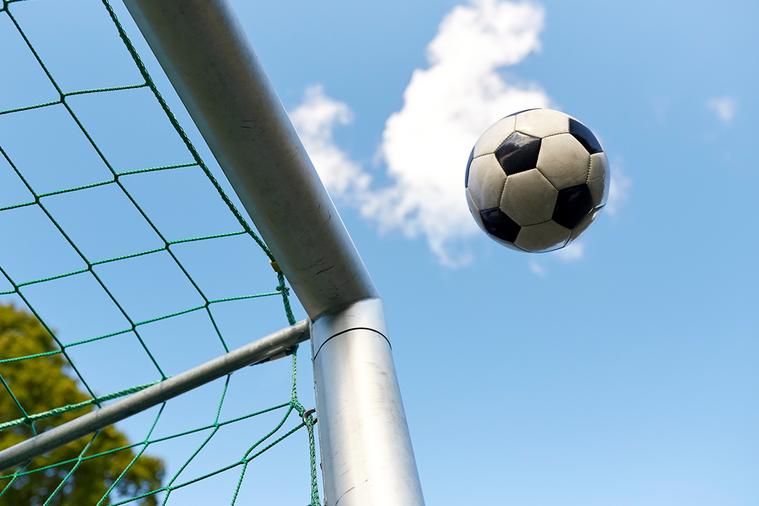 足球運動最常見的受傷部位是膝蓋、腳踝還是腰呢? 圖/ingimage