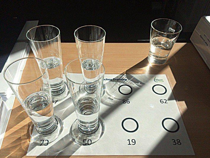 品水活動包含介紹水杯材質、水的味道、礦物質,及配搭餐飲的部份。