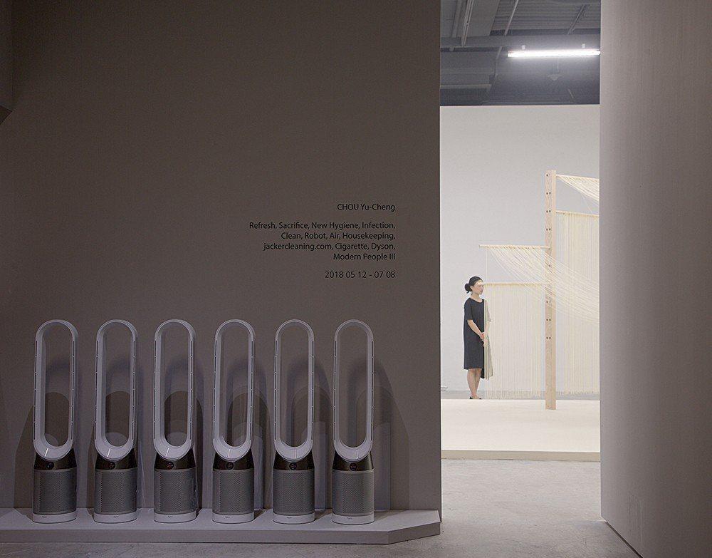 透過Dyson Pure Cool™智慧空氣清淨機系列產品,這次的展覽同時也宣示...