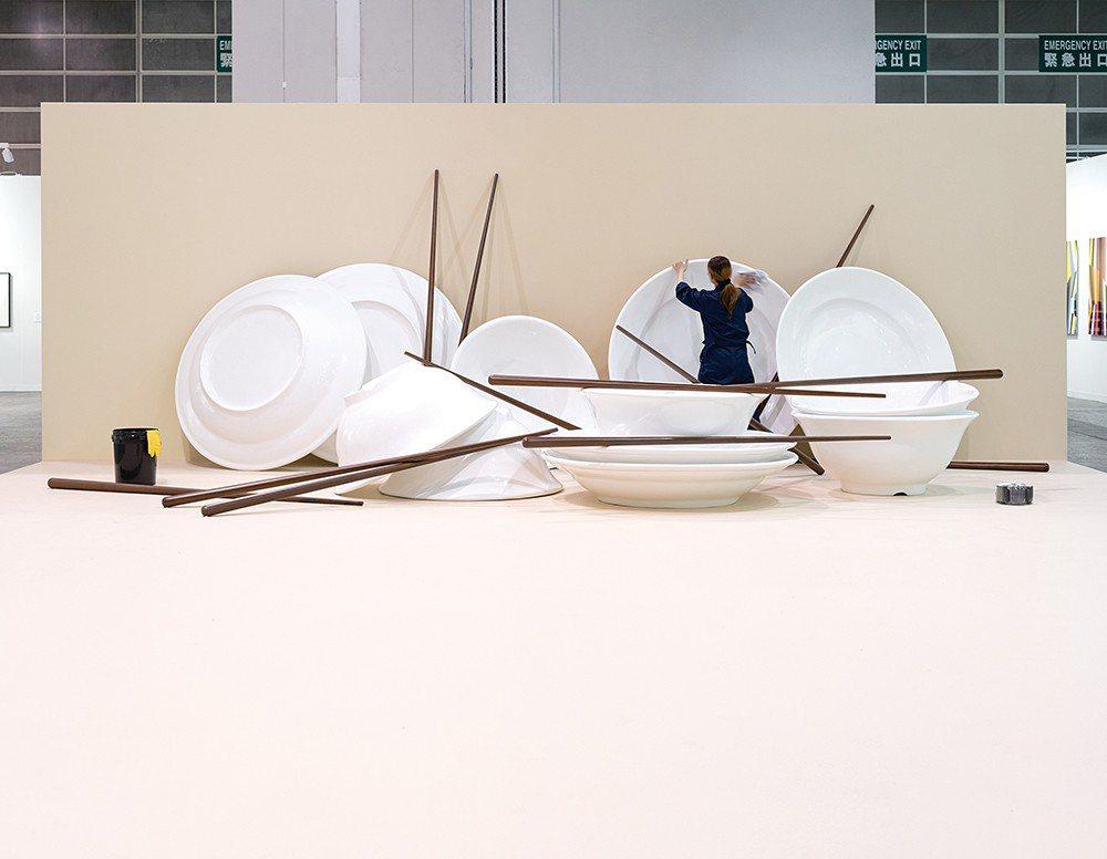 香港巴塞爾藝術展現場的《刷新、犧牲、新衛生、傳染、清新、機器人、空氣、家政、阿姨...