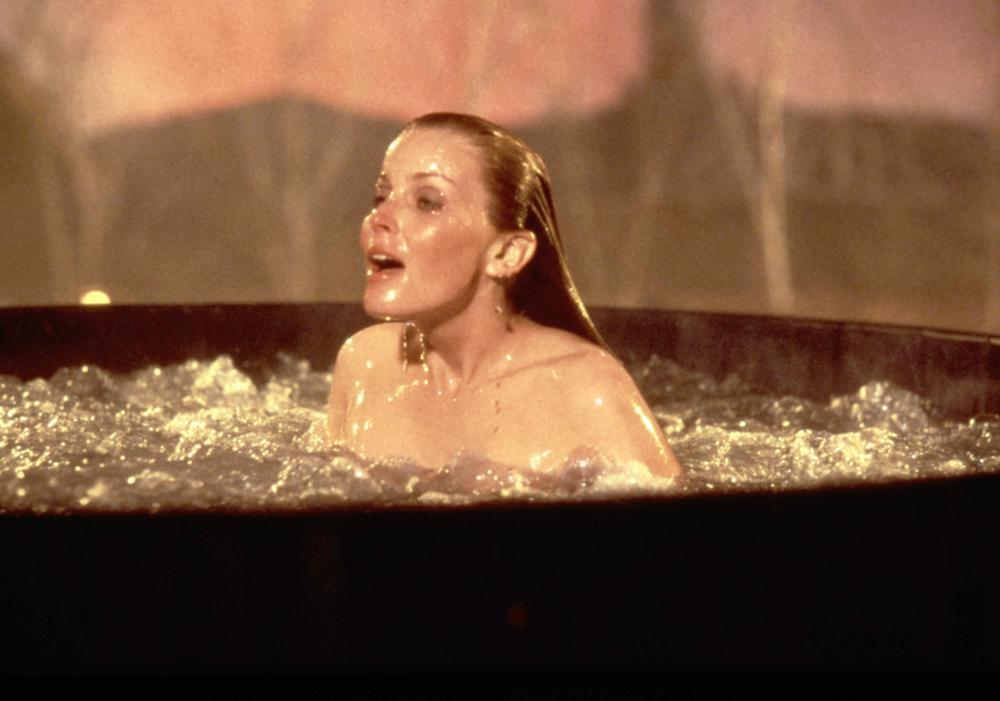 波德瑞克在「我曾經愛過」大方裸露,成為全片噱頭。圖/摘自Cineplex