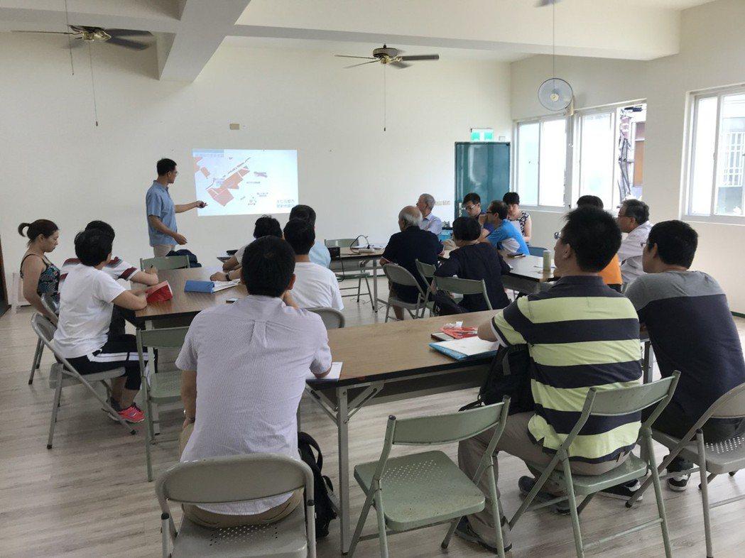 市府危老重建到府服務行動教室。圖/新竹市府提供