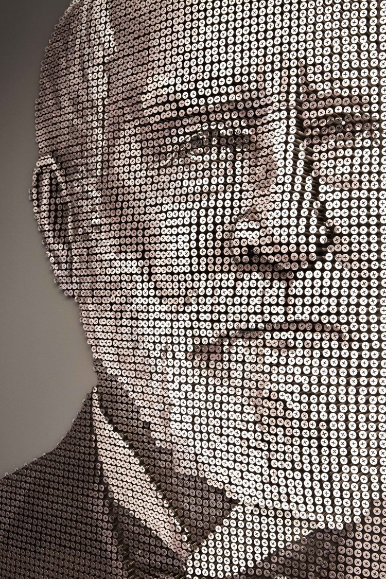以8000個螺絲打造出品牌創辦人Charles Lewis Tiffany肖像。...