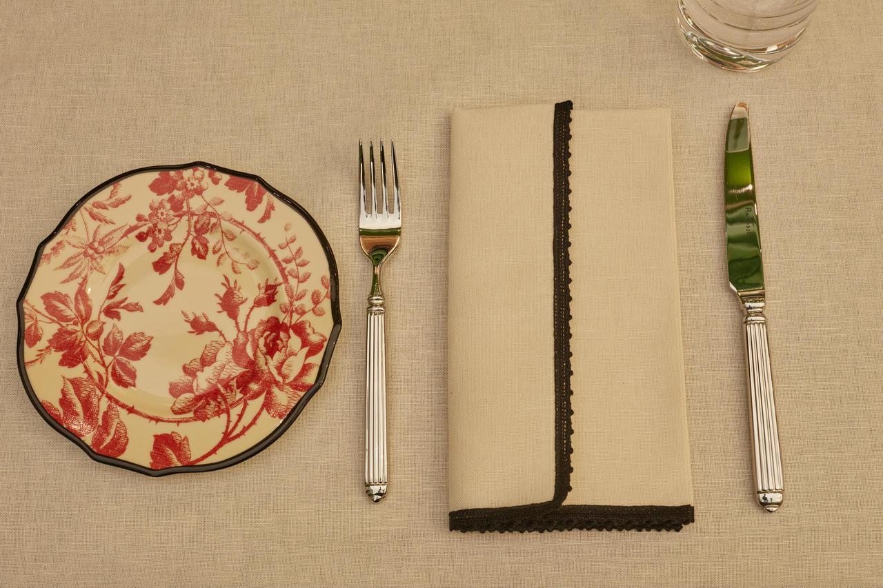 充滿Gucci設計品味的餐具。圖/Gucci提供