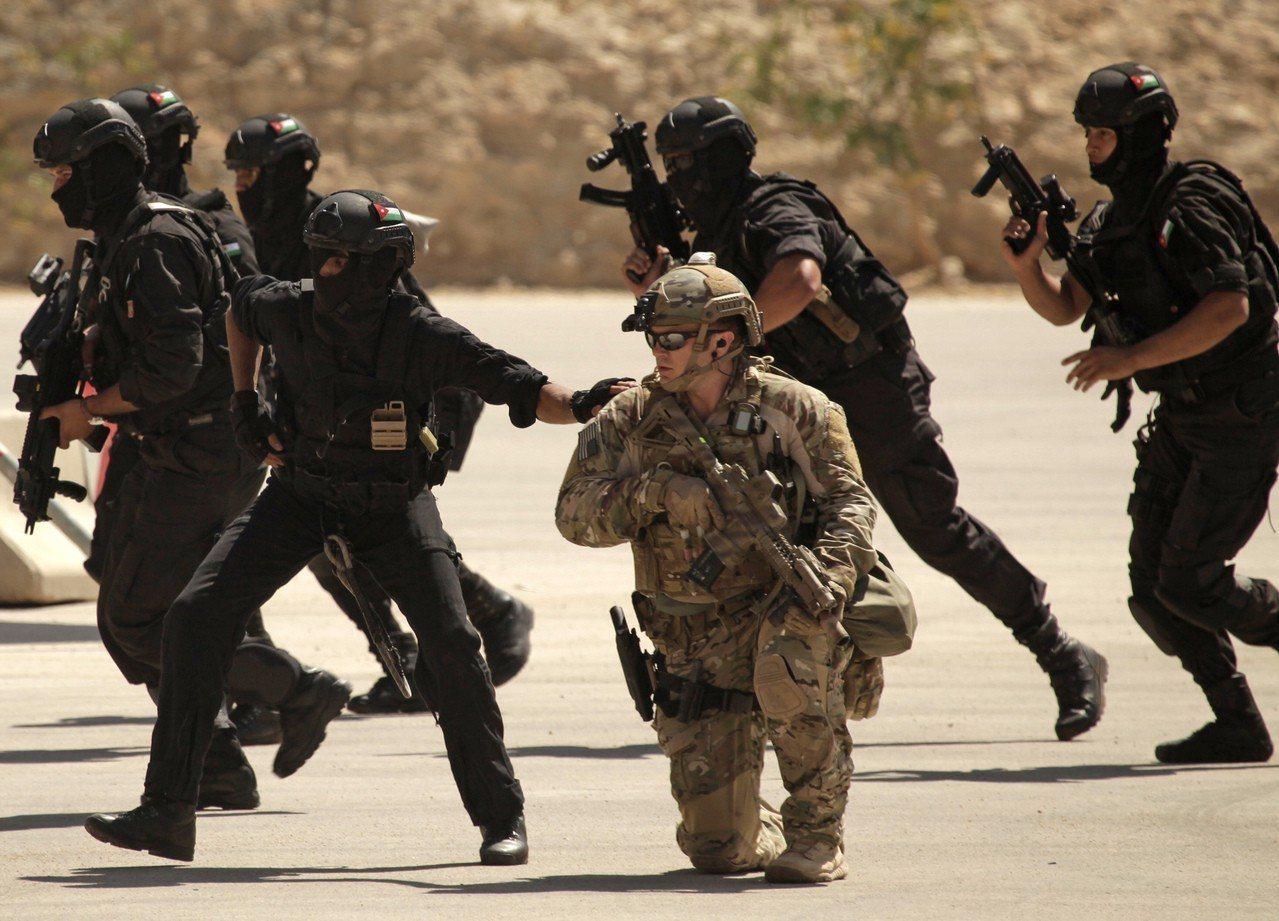 紐約時報報導,目前部署在非洲的美國特種部隊未來3年很可能減半。圖為伊拉克、約旦及...