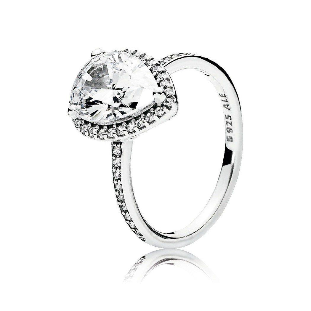 PANDORA 晶透淚滴925銀鋯石戒指(大)3,880元。圖/PANDORA提...