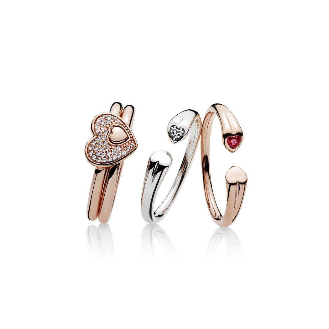 (左起)PANDORA Rose 心中藏愛鋯石戒指 2,580元;心相對925銀...