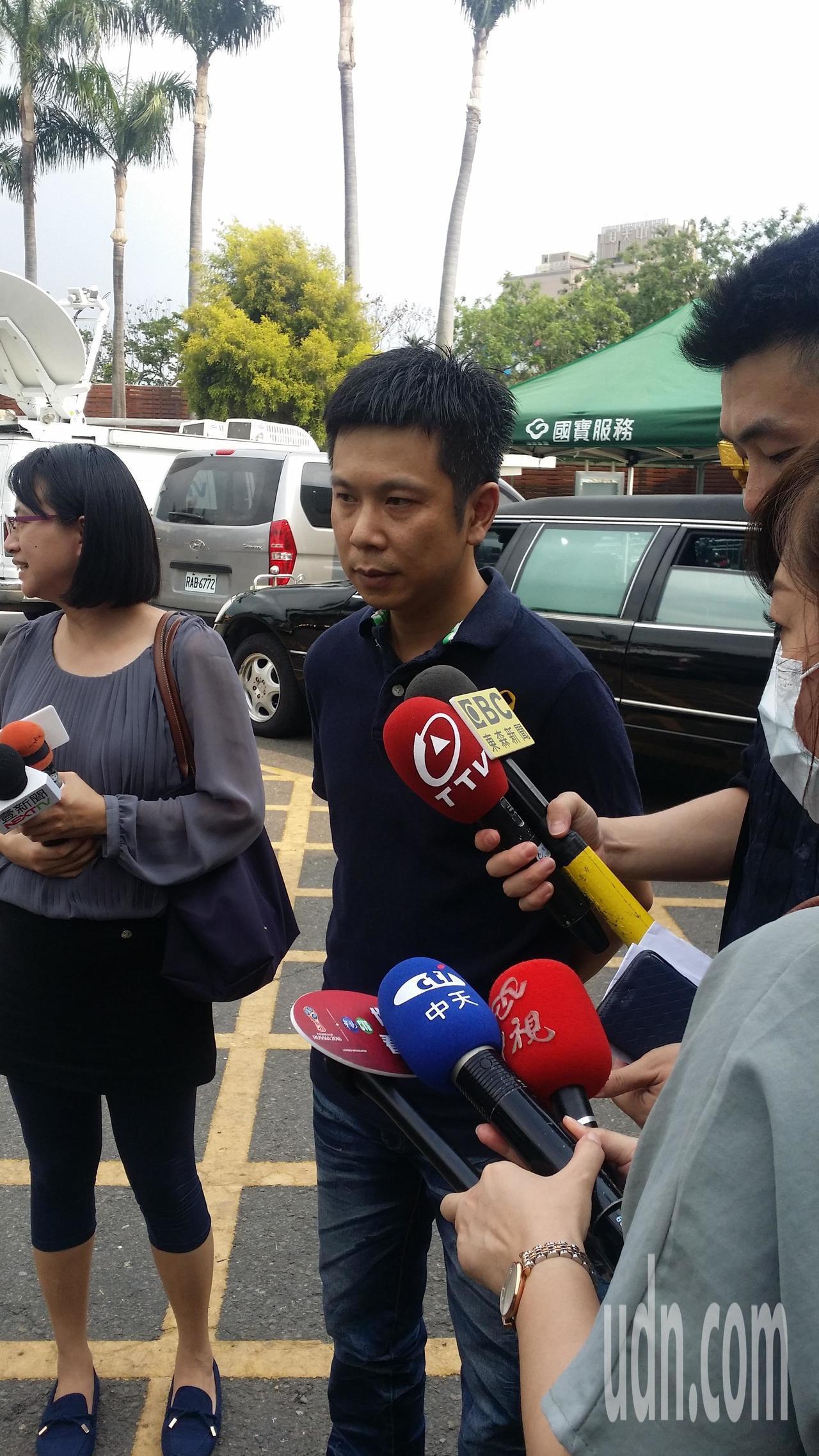 王姓牙醫上月被殺,今天的告別式中,家屬受訪。記者游振昇/攝影