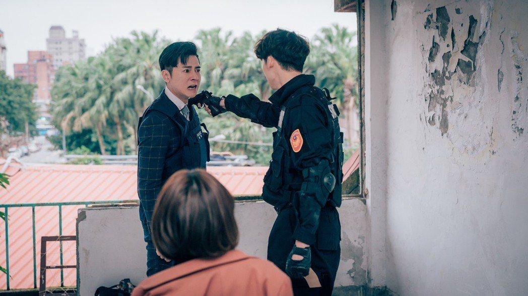 李國毅(左)、許光漢在「1006的房客」中兄弟撕破臉。圖/歐銻銻娛樂提供