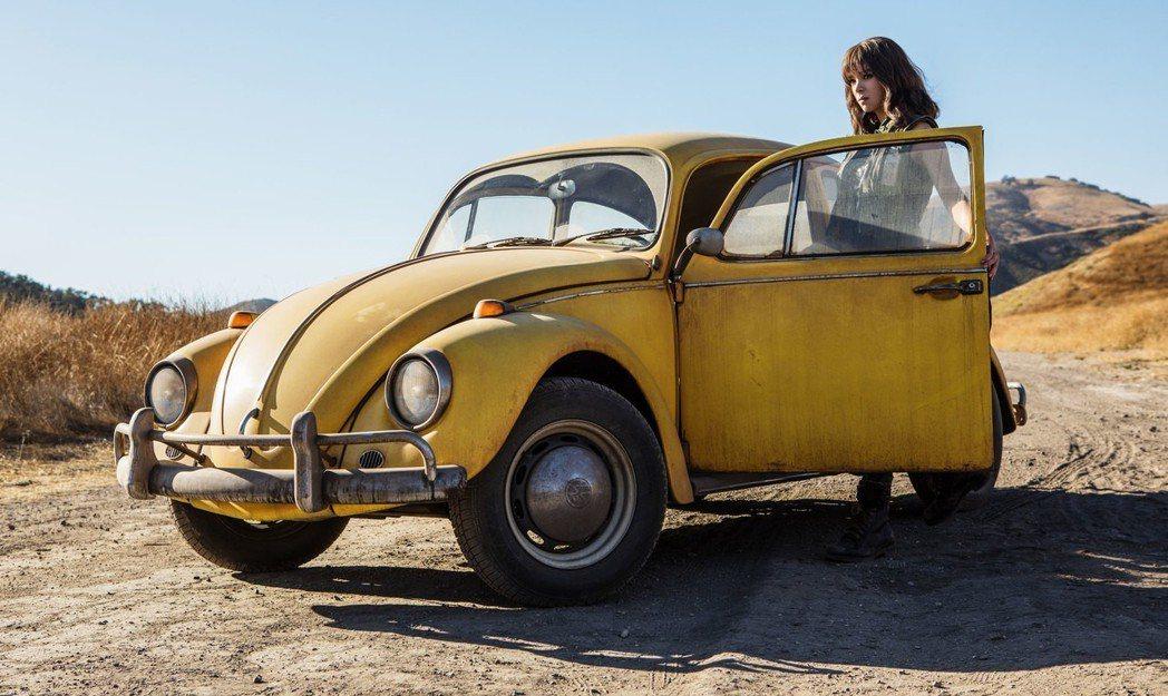 「變形金剛」系列大黃蜂專屬電影「大黃蜂」將於年底上映。圖/UIP提供