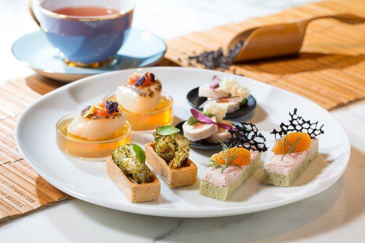 鮮蝦鹹塔、柚子干貝明太子、雞肉捲佐米香及火腿慕斯抹茶吐司。圖/台北君悅酒店提供